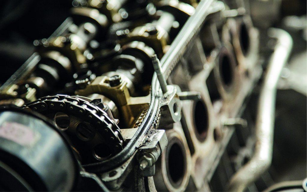 Ananké a développé des moteurs de cogénération capables de revaloriser les pertes thermiques industrielles en chaleur utile et en air comprimé ou en électricité. Cette technologie brevetée assurent une bonne rentabilité et permettent la réduction de la facture énergétique, de l'empreinte environnementale et de la consommation de de combustibles d'énergie primaire.